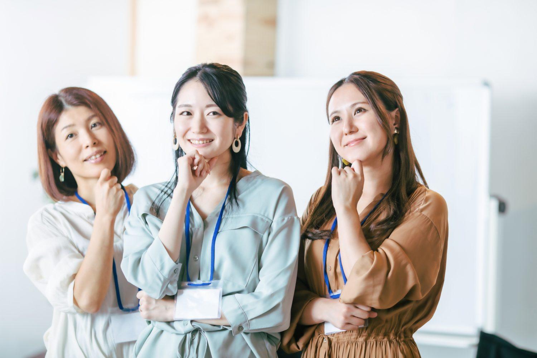 企画を考える女性